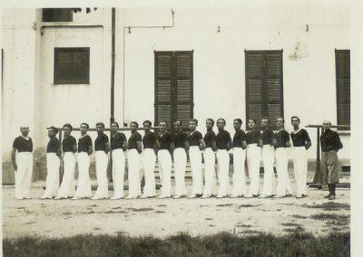 1938 – I ginnasti della Robur et Virtus schierati nel cortile del municipio