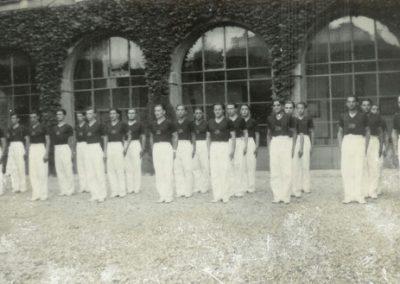 1938 – I ginnasti della Robur et Virtus schierati nel cortile di villa Camperio